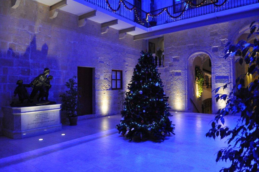 blue-palazzo-de-la-salle-1