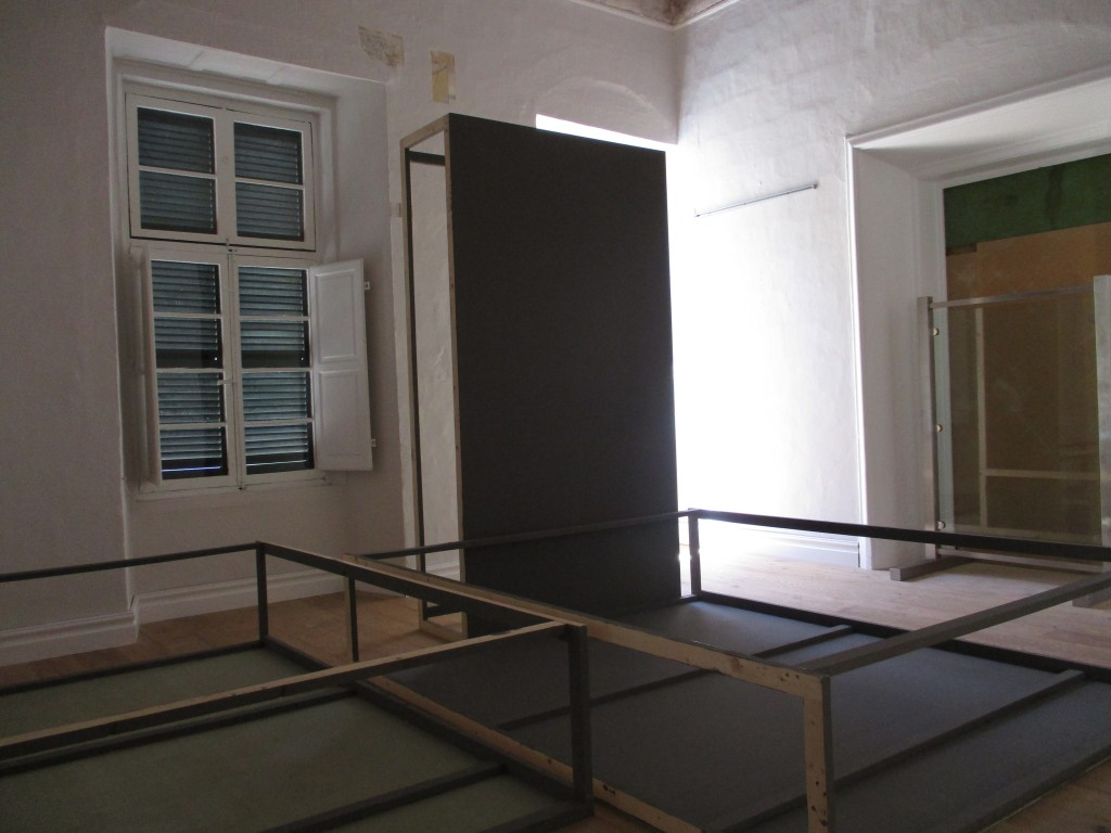 Exhibition boards + skirting (12)