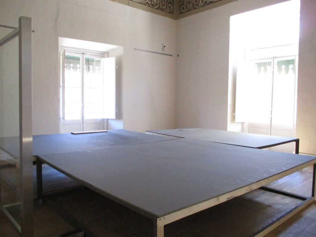 Exhibition boards + skirting (2)