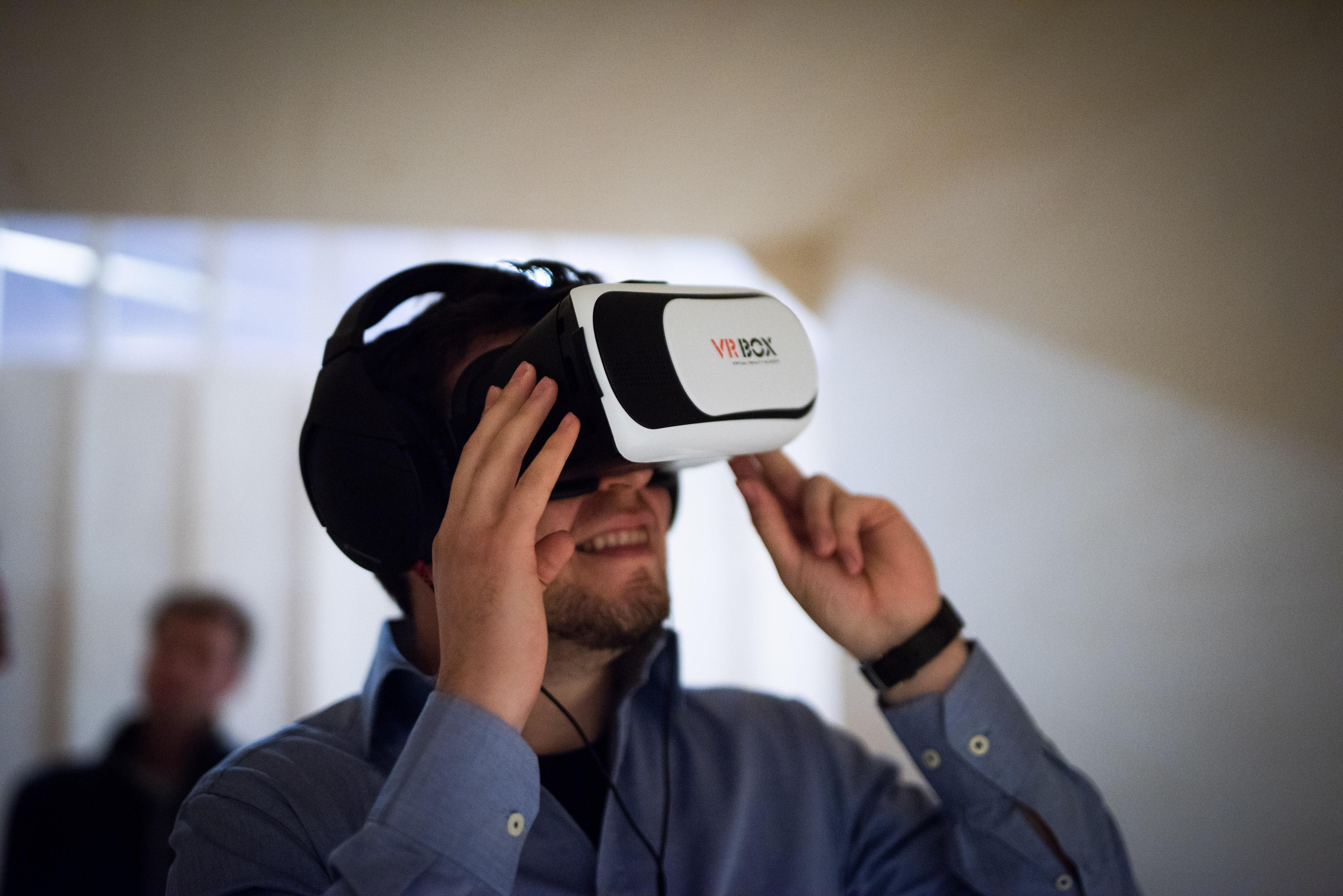 Vilius Vaitiekūnas testinh his VR project