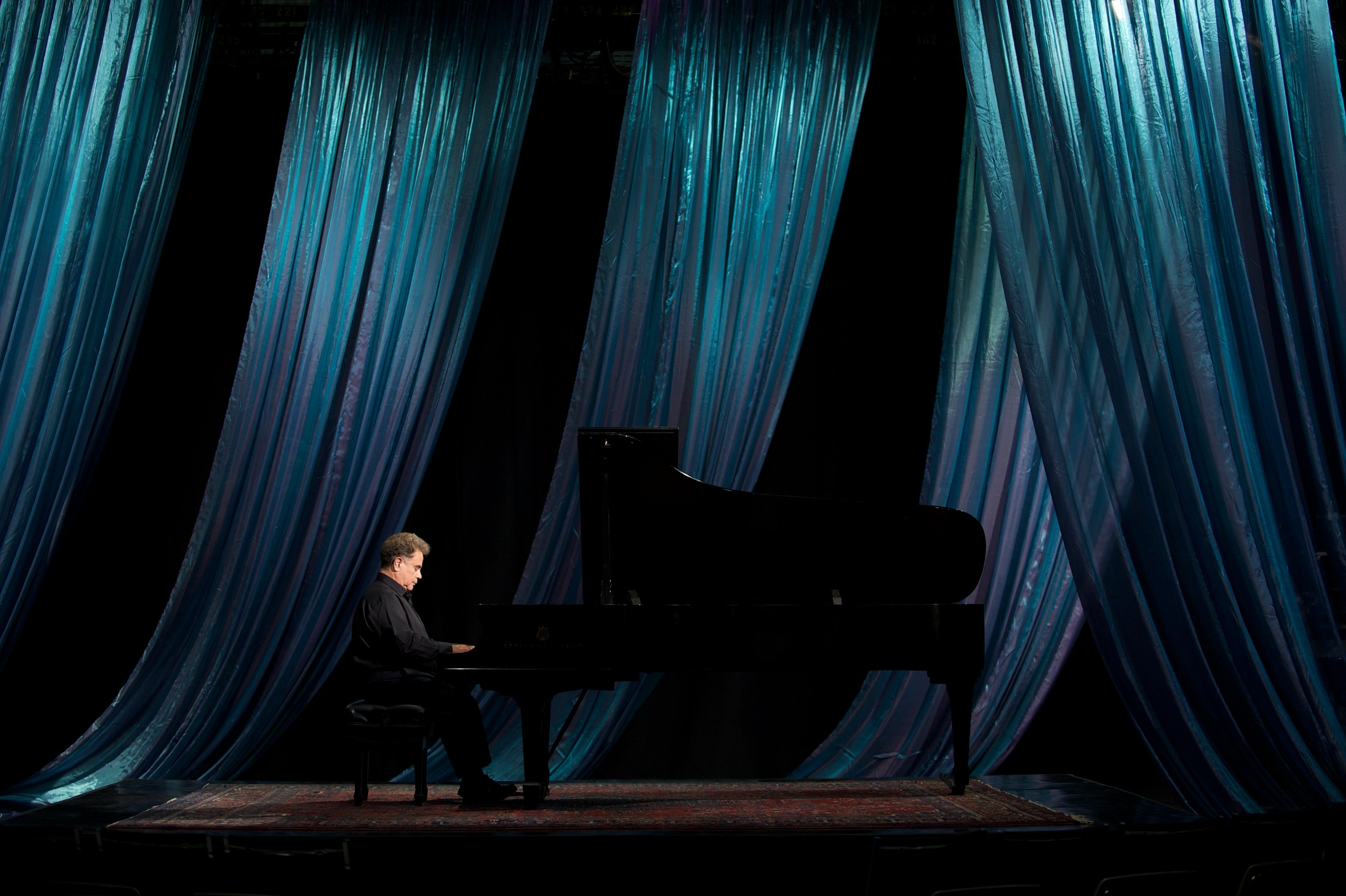 Jeffrey Siegel at piano blue draping Photo Credit Steve Purcell